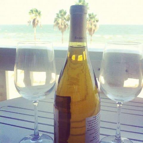Honeymoon Condo with an amazing view of CC Beach
