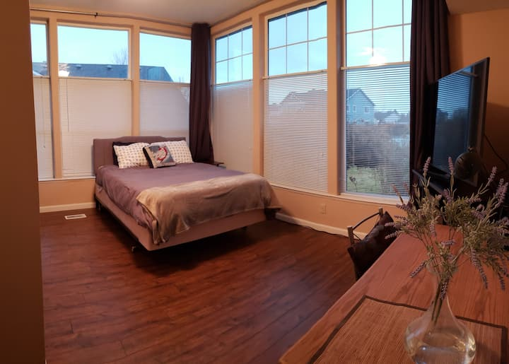 Guest suite with private bath and easy access