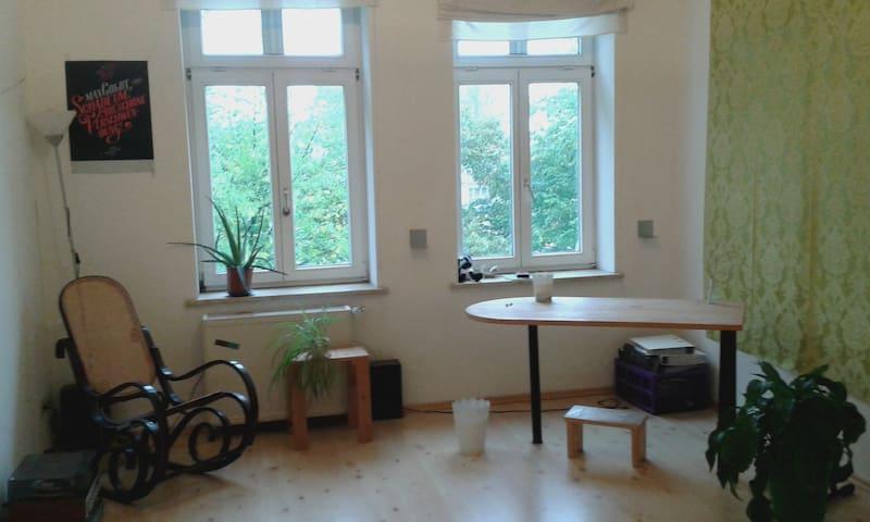 Großes WG-Zimmer mit Lindenblick