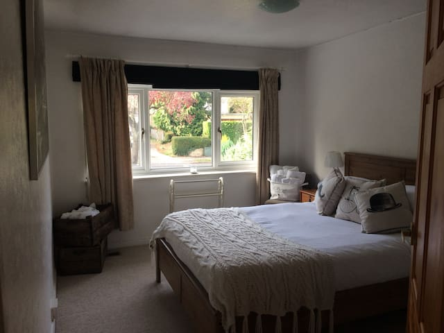 Double Bed Purley Zone 6 Free WIFI - Purley - House