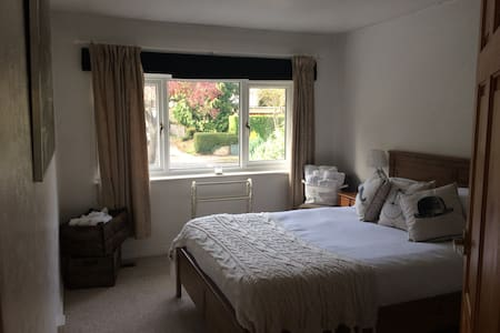 Double Room zone6 Purley Family/Commuter FREE WIFI - Purley