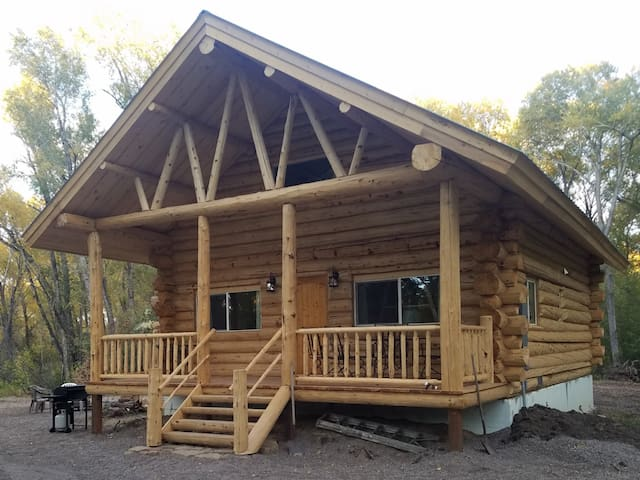 Spacious Amish built Log Cabin in the Woods