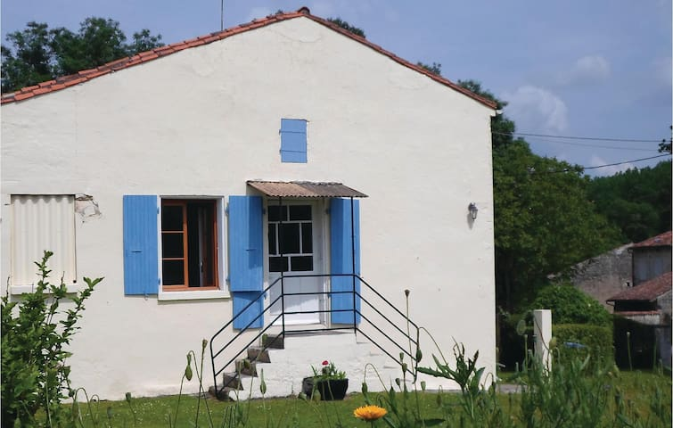 Former farm house with 1 room on 40m² in Dampierre sur Boutonne