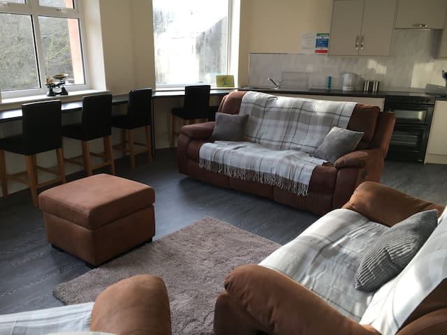 Apartment 1, Glamorgan House, Cymmer