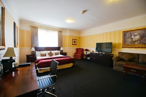 Redearth Presidential Suite