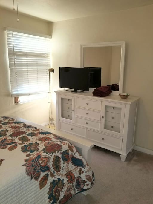 Bright and cheery! Brand new furniture, bedding, and decor. Netflix, Hulu, YouTube and more on the smart TV