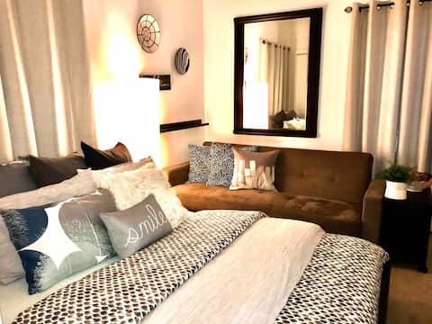 Cozy luxury bedroom w/ private bathroom
