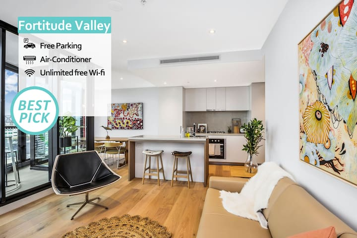 KOZYGURU | Fortitude Valley | Designer Grade 2 BED APT | Free Parking | Peppers
