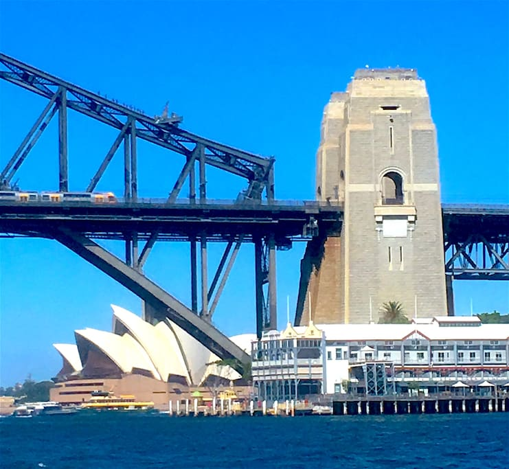Minutes walk to waterfront parks, Harbour Bridge views & ferry with 10 min ride to Sydney Opera House