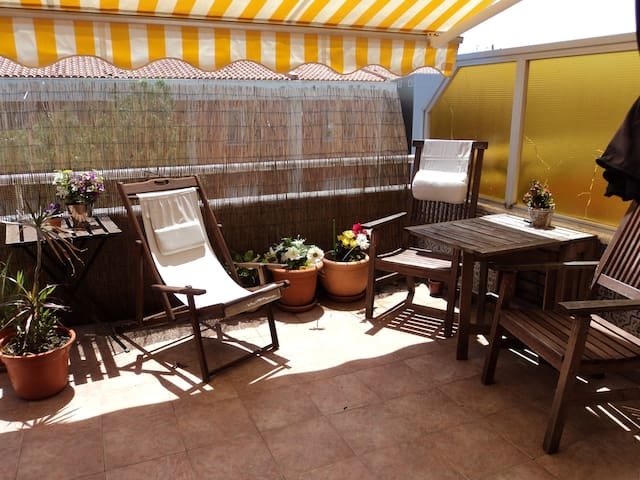 Nice terrace 45 min from Barcelona and Port Av.