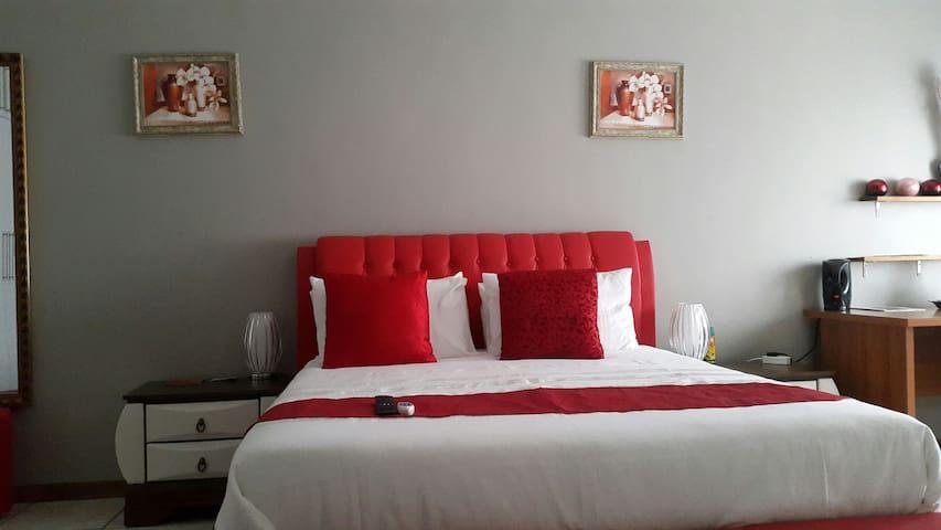Room 2 : Tintech Bed & Breakfast