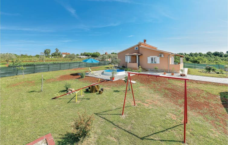 Holiday cottage with 3 bedrooms on 110 m² in Bibici