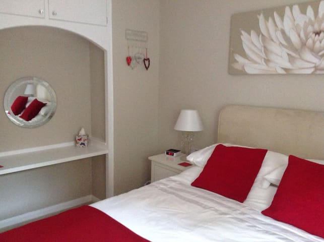 Comfortable bedroom.. - Axminster - Haus