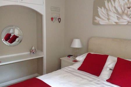 Comfortable bedroom.. - Axminster - Casa
