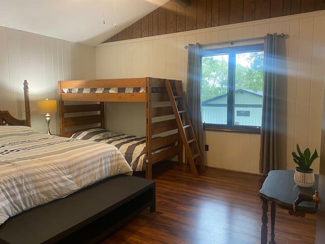 Bedroom 1 (Sleeps 4)   15' x 13'  Sheets are provided for all beds.   14 bath towels provided (one per registered guest) 8 beach towels 6 hand towels  Several washcloths