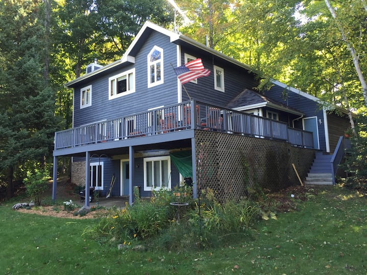 Petoskey large home w private dock crooked lake
