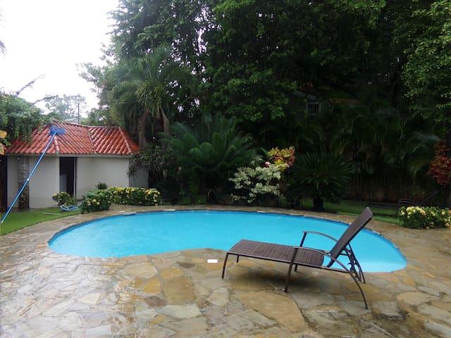 Paradise Playground Driftwood Villa - คาบาเรต - บ้าน