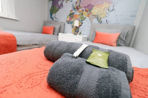 Lovely 3 Bed House around Gloucester: Sleeps 6