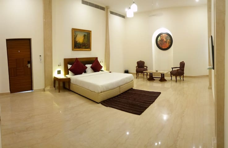 Luxury Room adjoining to Heritage Monument Delhi