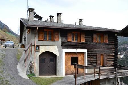 Casa Areit - House