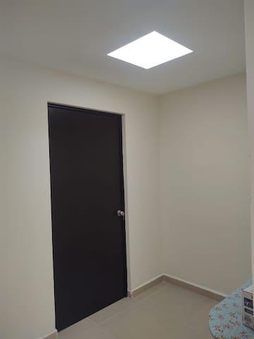 Puerta de la habitación con llave