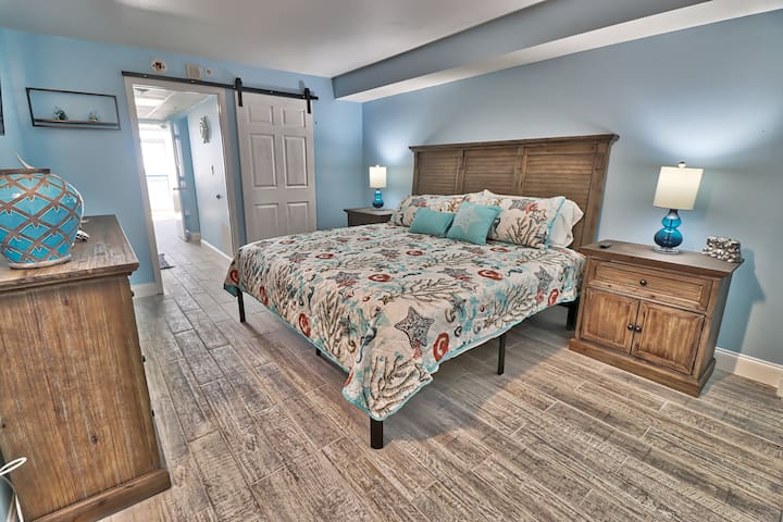 Walking into the condo and you walk directly into this very large bedroom with a brand new memory foam king bed, new porcelain, ceramic tiles and furniture. Special touches as the barn door adds to the comfortableness of this room.