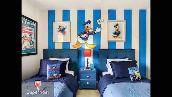 NO AIRBNB FEES!!! Thematic House inside a Resort!!! Disney only 8 miles away!!! Close to Restaurants, Stores, supermarkets and the PARKS!!! Thematic House 05! See profile for more houses!!!