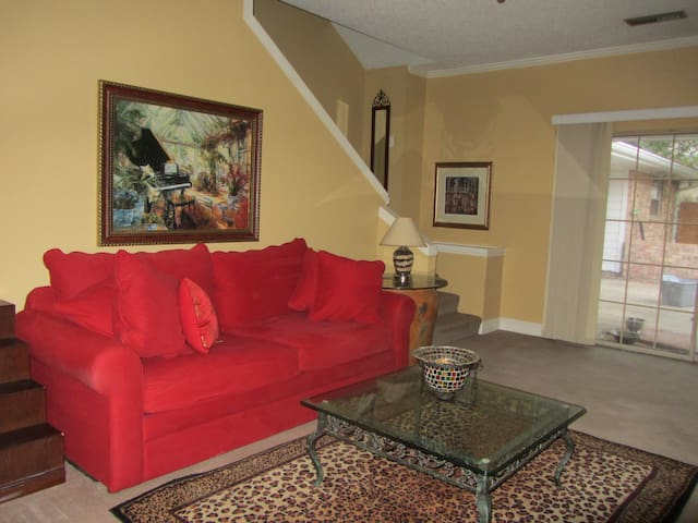 Large 3 Bedroom, 2 bath, 20 min from Downtown NOLA