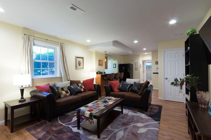 Large Modern Apartment Bethesda/NIH/DC Metro