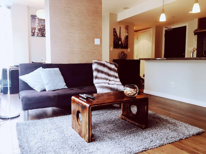 Awesome Downtown Condo +Parking Steps 2 Everything