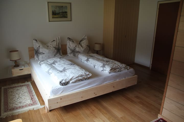 Pension Fink B&B, recreational Cederwoodbed - Schnepfau - Bed & Breakfast