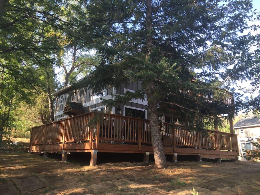 Serene getaway new light filled cottage on river cabins for Loveland co cabin rentals