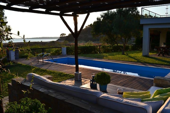 AZA VILLA BEACHFRONT LUXURY HOUSE - Neos Marmaras - Condomínio