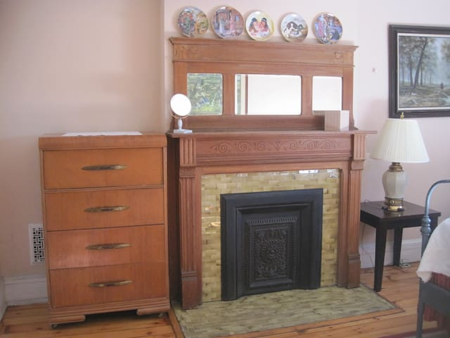 Front Bed Room Mantel