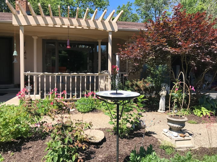 Glenn home, great patio close to wineries & beach