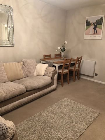 A Cosy & Bright First Floor 1 Bedroom Apartment.