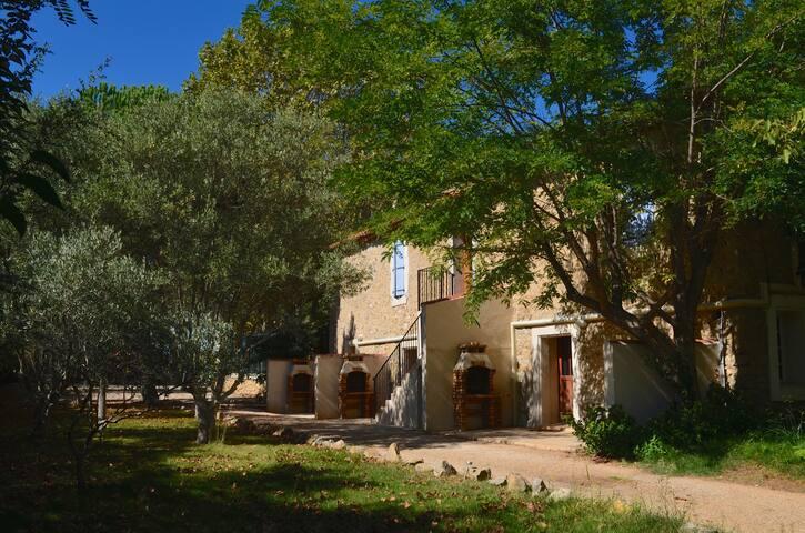Chateau du Puits es Pratx rear view of courtyard cottages
