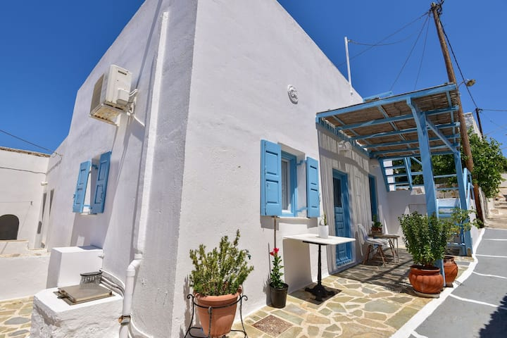 Snug Holiday Home in Tripiti with Roof Terrace near Watersports