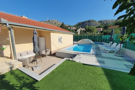 Holiday home Ruzic- with all year open heated pool