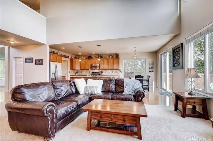 Fully Furnished Suite in Elegenat House