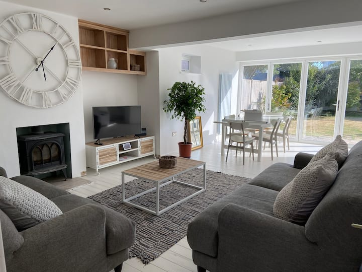 Beautiful Bright Beach House in E. Wittering