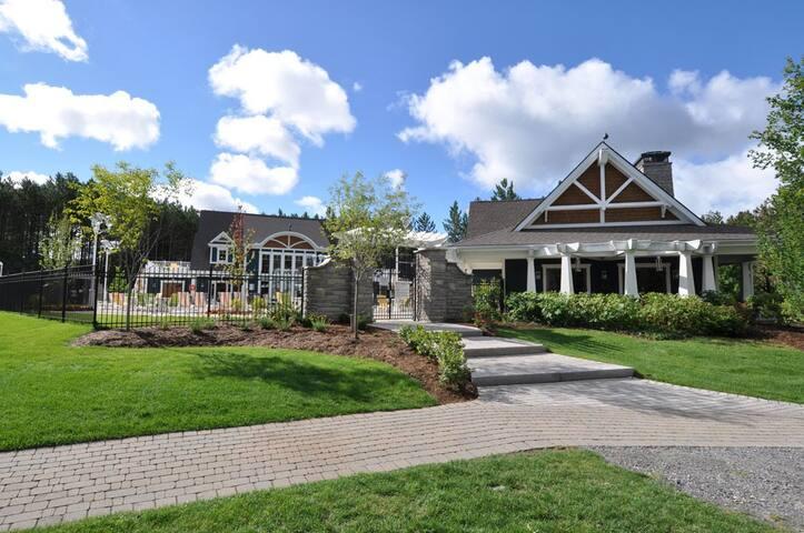 5 STAR Muskoka Villa on Lake of Bays, Baysville ON