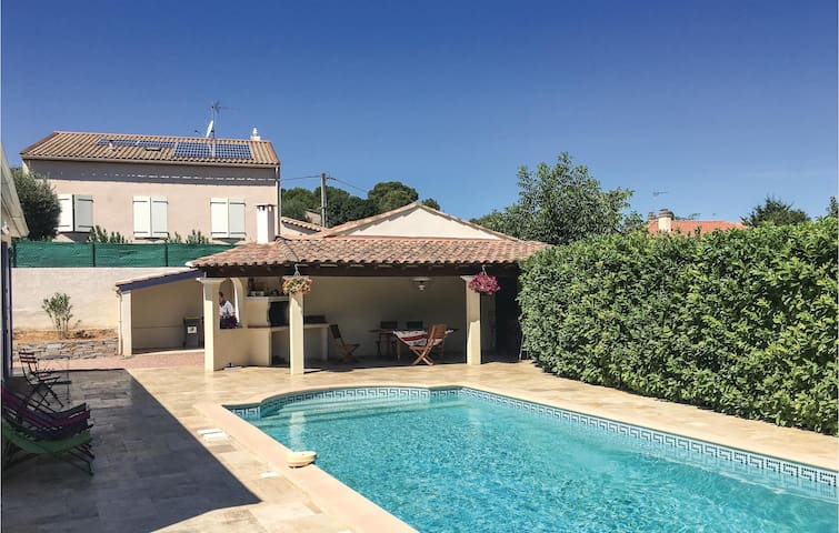 Holiday cottage with 2 bedrooms on 88 m² in Montagnac