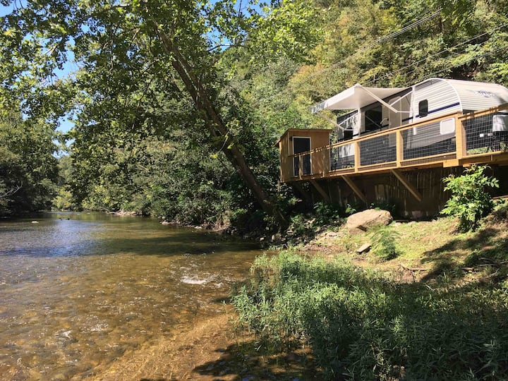 Great Smoky Mountains Riverfront retreat