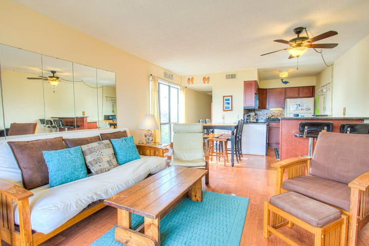 C323C Betty's Oceaside * 1 Min Walk to the Beach * Pet Friendly * Community Pool