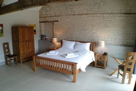 Chalk Barn at Buttle Farm - 4 superking bedrooms - Compton Bassett - Hus