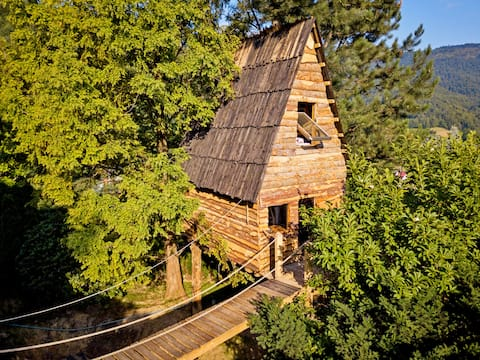 Treehaus - treehouse for 4 people on Mount Heat