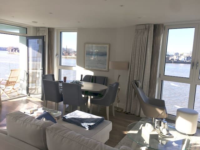 Luxury 3 bedroom riverfront apartment, Greenwich.
