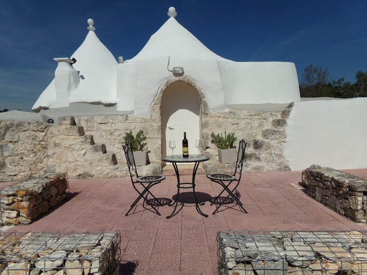 Trulli Momentino, relax and unwind in the sun.