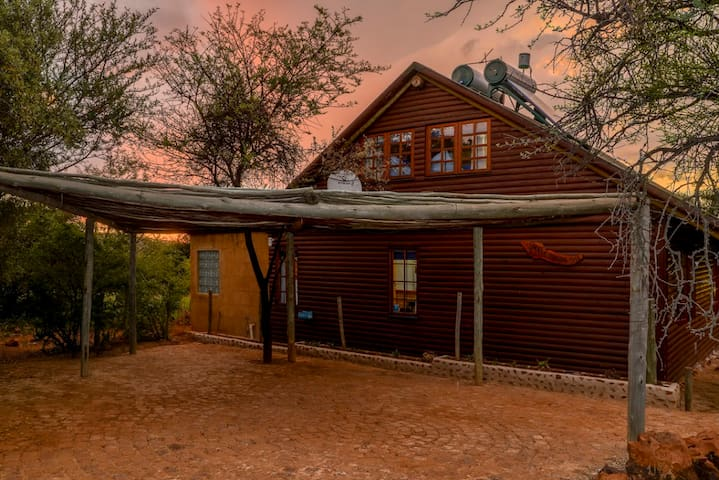 SWEET THORN TREE COTTAGE - Krugersdorp - Casa